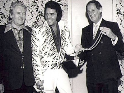 http://www.elvisinfonet.com/image-files/Elvis_Presley-barron-Hilton-3-.jpg