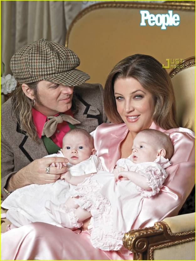 http://www.elvisinfonet.com/image-files/lisa-marie-presley-twins-first-picture-04.jpg